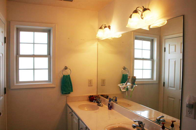 9 Smart Cleaning Tips To Make Your Bathroom Sparkle