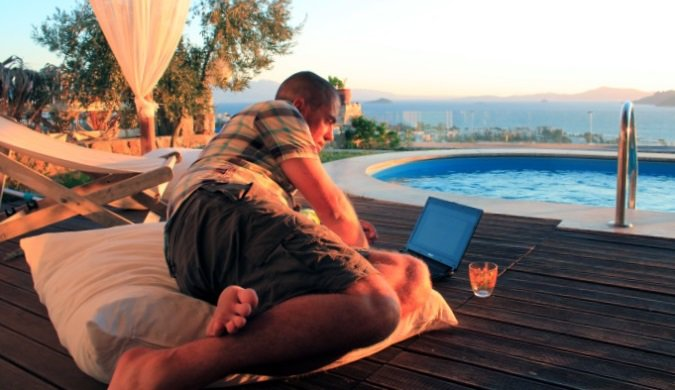 Could Travellers Rely on Internet Cafes for Computing Tasks