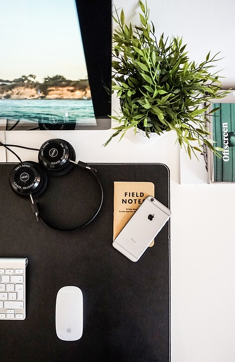 5 Decor Ideas To Make Your Cubicle Feel More Like Home
