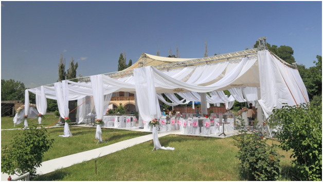 10 Reasons To Have Your Wedding In A Marquee