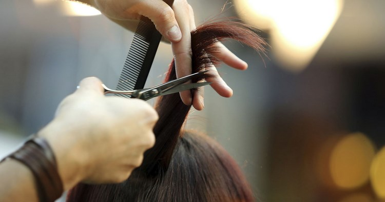 How to Prepare an Invoice for a Self-Employed Cosmetic Salon